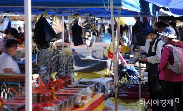 [포토] 성남 모란민속 5일장 찾은 시민들
