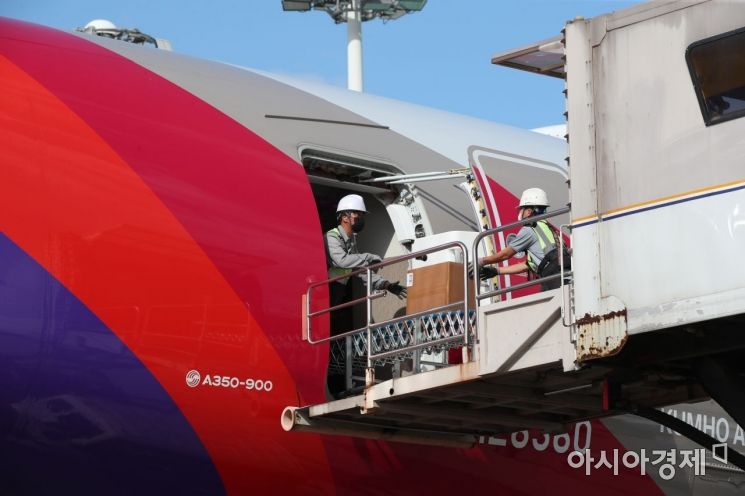 [포토]아시아나, 세계 최초 A350 화물기 개조 운영