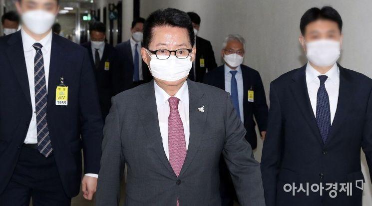 [포토] 국회 정보위 출석하는 박지원 원장