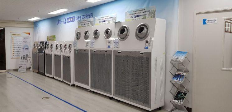 서울시 구로구에 위치한 이지네트웍스 본사 사무실에 이 회사가 개발, 제조한 대용량 공기청정기들이 전시돼있다. 사진=아시아경제 문혜원