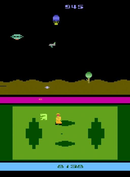 서드파티 정책이 확립된 뒤 일부 게임 개발자들은 질 낮은 게임들을 대량으로 제작하기도 했다. 사진은 미국 시리얼 회사 '퀘이커 오트밀' 사 게임 개발 지부에서 제작한 게임(위)과 1982년 아타리가 직접 출시한 비디오 게임 'E.T.' / 사진=인터넷 커뮤니티 캡처