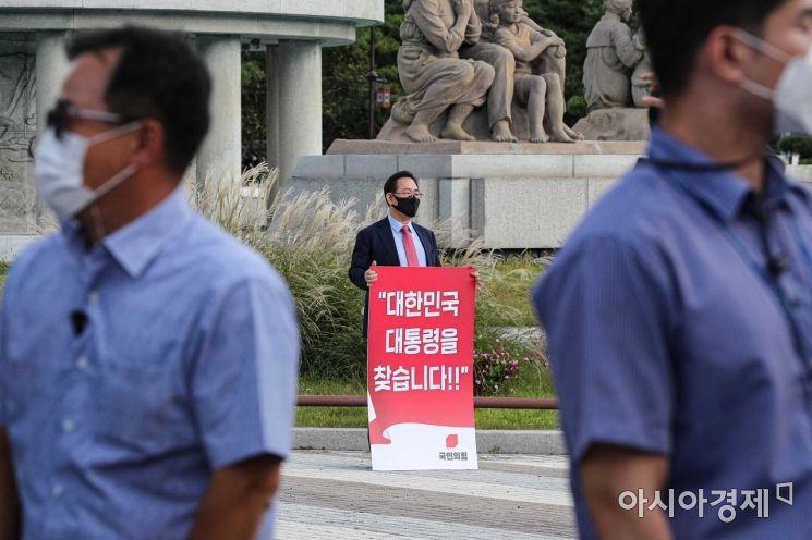 [포토]청와대 앞 1인 시위 나선 주호영 원내대표