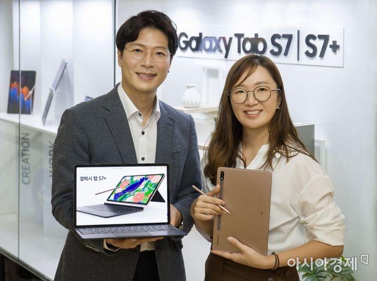 갤럭시탭S7 시리즈를 기획한 삼성전자 무선사업부 제품기획팀 조대희 프로(왼쪽)와 안진희 프로.