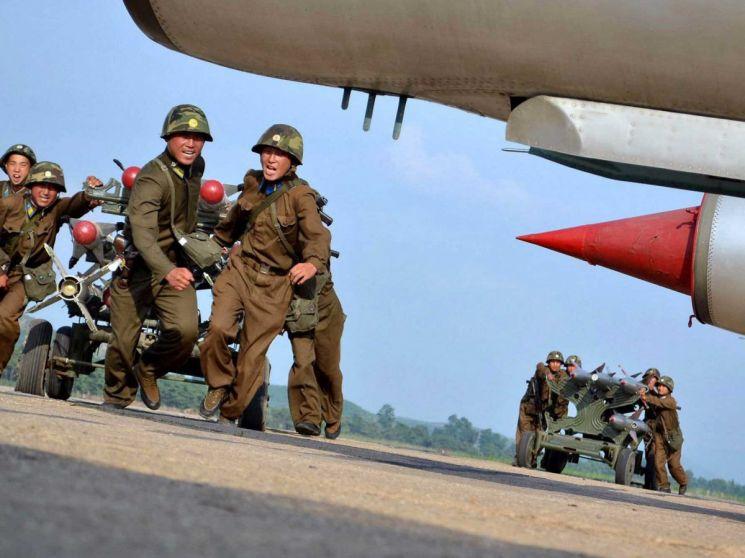 열병식 전 미리 보는 북한의 주력 전투기