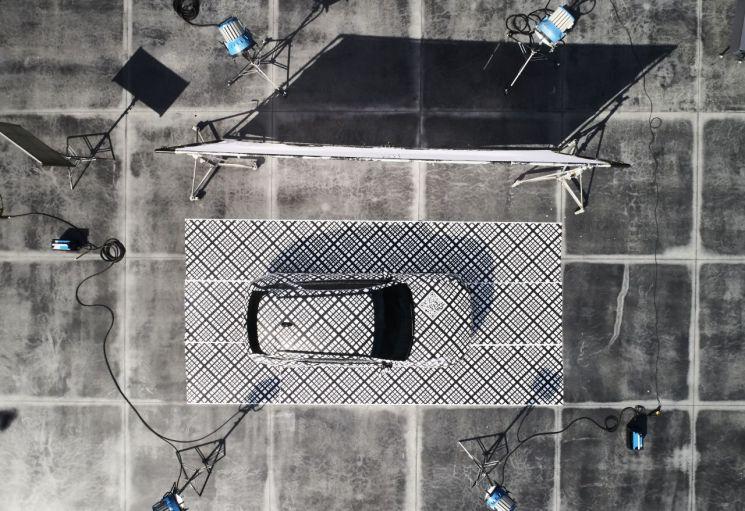지-매트릭스 패턴으로 감싼 GV70(사진=제네시스)