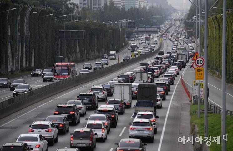 [포토] 정체 빚는 고속도로