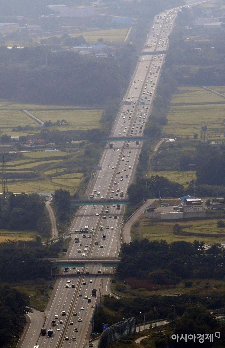 [포토] 귀성 차량 몰리기 시작한 서해안고속도로
