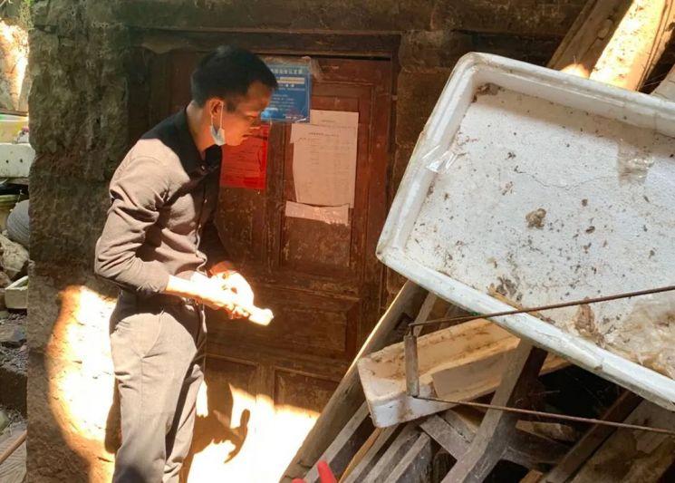 아버지의 살인범을 17년간 추적한 샹밍치엔. 사진=중국 PPT 신문.