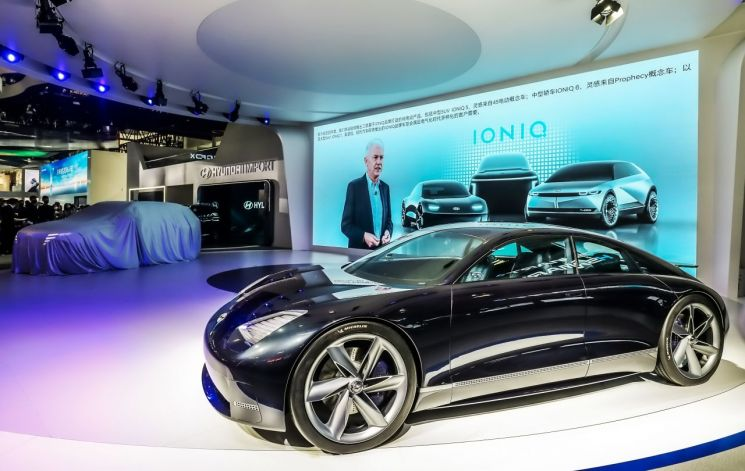 오프라인 세계 최초로 공개된 현대차의 EV 콘셉트카 프로페시/사진=현대차