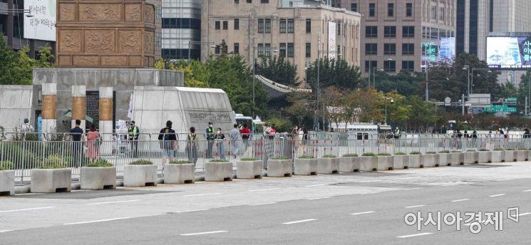 [포토]집회 방지 펜스 설치된 광화문 광장