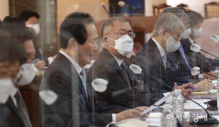 정세균 국무총리가 15일 서울 종로구 정부서울청사에서 열린 '제2차 수소경제위원회'에 참석해 모두발언 하고 있다./강진형 기자aymsdream@