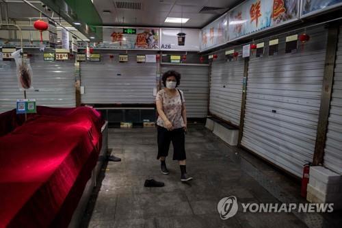코로나19 발생 후 문을 닫은 베이징 신파디시장 해산물 판매구역 [이미지출처 = 연합뉴스]