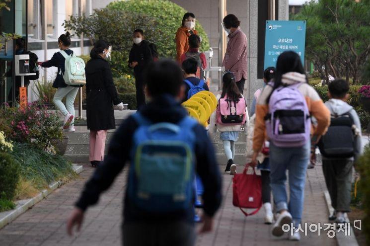 전국 75개 학교서 등교 못해 … 학생 12명·교직원 1명 신규 확진