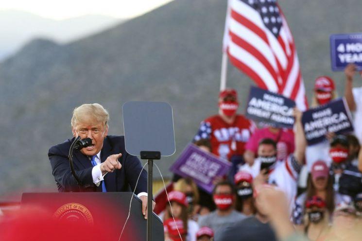 도널드 트럼프 대통령이 네바다주 카슨시티에서 유세를 하고 있다. [이미지출처=AP연합뉴스]