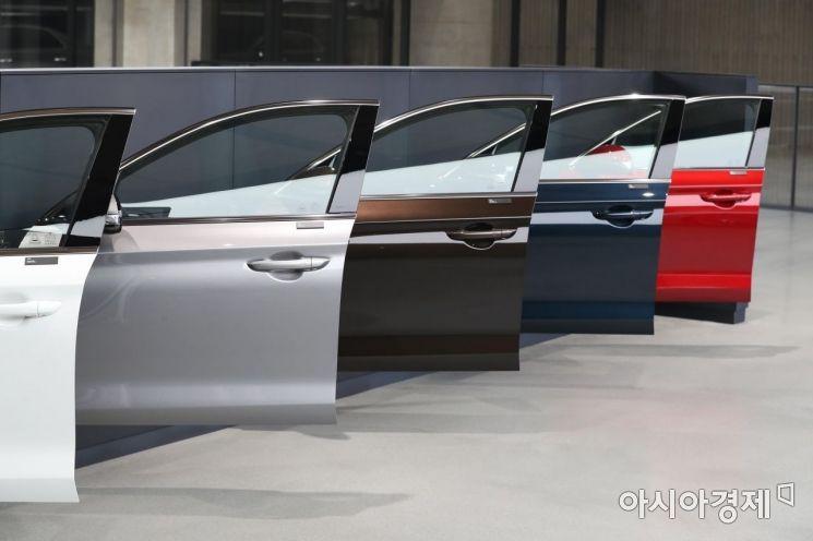 제네시스 '더 뉴 G70' 공개 행사가 20일 경기 용인시 제네시스 수지 전시관에서 열리고 있다. 더 뉴 G70은 2017년 출시된 G70의 첫 번째 부분 변경(페이스리프트) 모델이다. /문호남 기자 munonam@