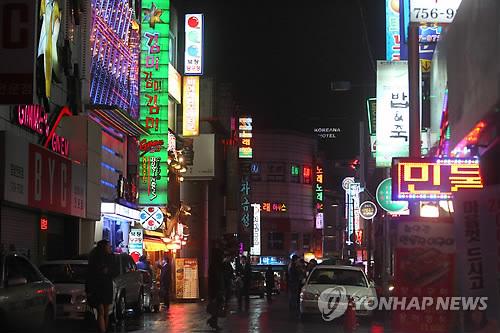 한 유흥가 거리. 사진은 기사 중 특정 표현과 관계 없음. [이미지출처=연합뉴스]