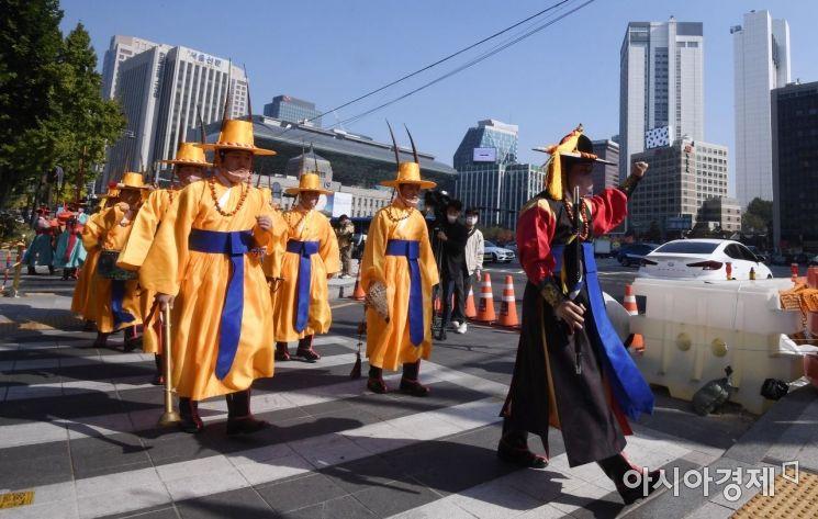 [포토] 수문장 교대식 마치고 시작된 순라행렬