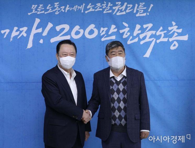 [포토] 김동명 위원장과 악수하는 박용만 회장