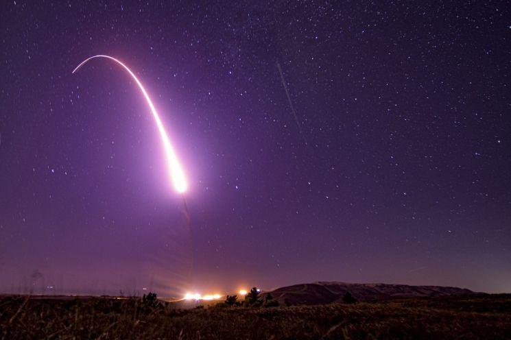 미국이 미니트맨3 대륙간탄도미사일을 시험 발사하고 있다. [이미지출처=AP연합뉴스]