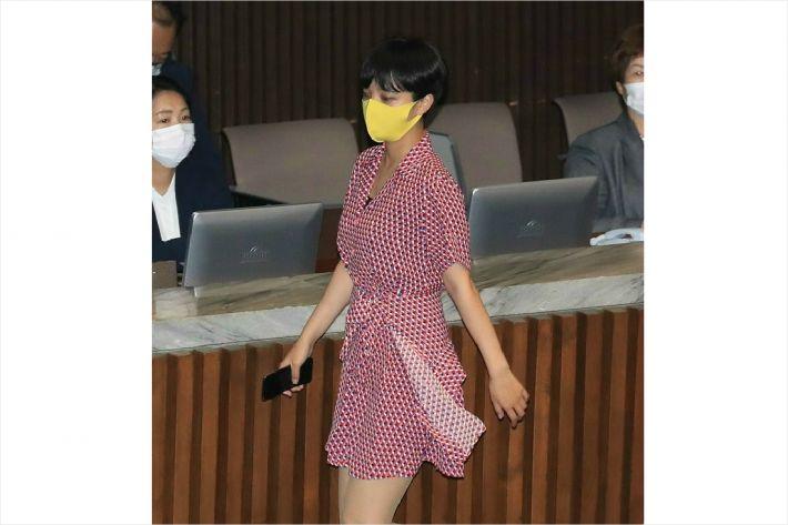 지난 8월4일 국회 본회의에 '붉은 원피스' 차림으로 등원한 류 의원. / 사진=연합뉴스