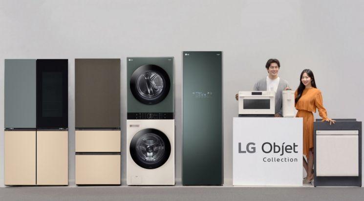 LG전자 모델들이 새로운 공간 인테리어 가전 브랜드 'LG 오브제컬렉션' 신제품을 소개하고 있다. 왼쪽부터 LG 오브제컬렉션 상냉장 하냉동 냉장고, 김치 냉장고, 워시타워, 스타일러, 광파오븐, 정수기, 식기세척기
