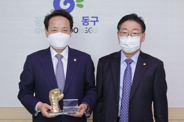 임택 광주 동구청장, 한국실업복싱협회로부터 감사패 받아