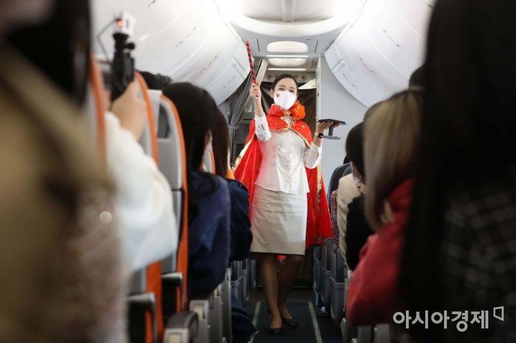 [포토]제주항공 '인천 to 인천' 관광비행 마술쇼
