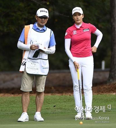 """최운정의 순항 """"4타 차 공동 8위""""…맥도널드 선두"""