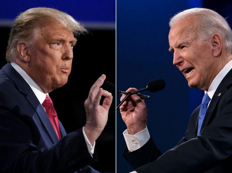 도널드 트럼프(왼쪽) 미국 대통령과 조 바이든 민주당 대선 후보가 22일(현지시간) 테네시주 내슈빌의 벨몬트 대학에서 열린 대선후보 마지막 TV 토론회에서 공방을 벌이는 모습. <사진=AFP연합>