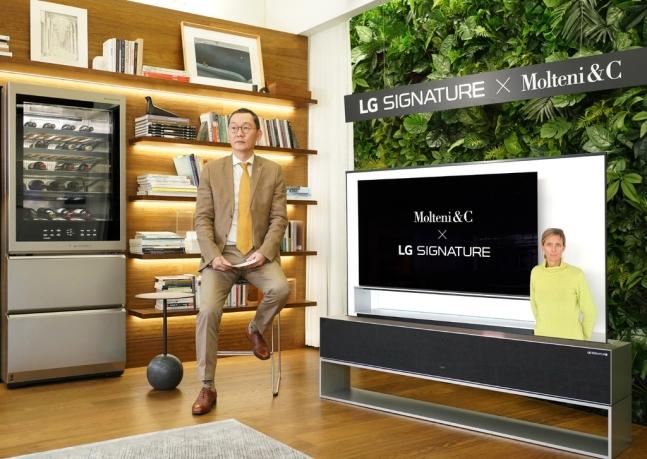 LG전자는 초프리미엄 'LG 시그니처'를 이탈리아 명품 주거용 가구브랜드 '몰테니앤씨', 주방용 가구브랜드 '다다'와 공동 마케팅을 진행한다.