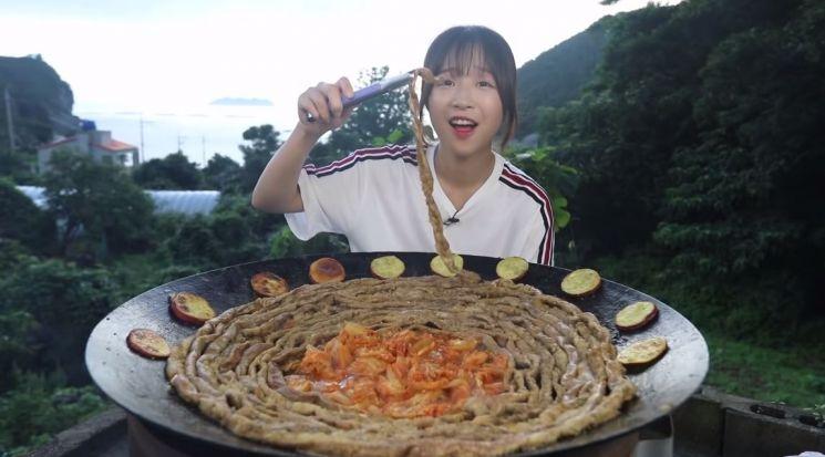 25일 먹방 유튜버 쯔양이 게재한 '욕지도 2편'/사진=쯔양 유튜브 채널