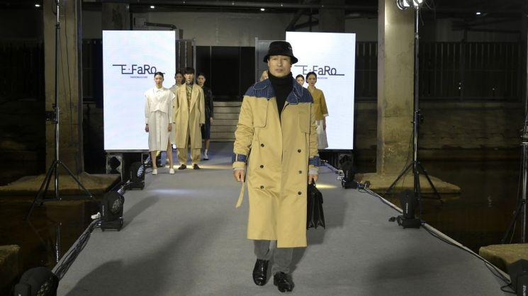 [포토]문석진 서대문구청장, 이파로(E-FaRo) 비대면 패션쇼 무대 올라