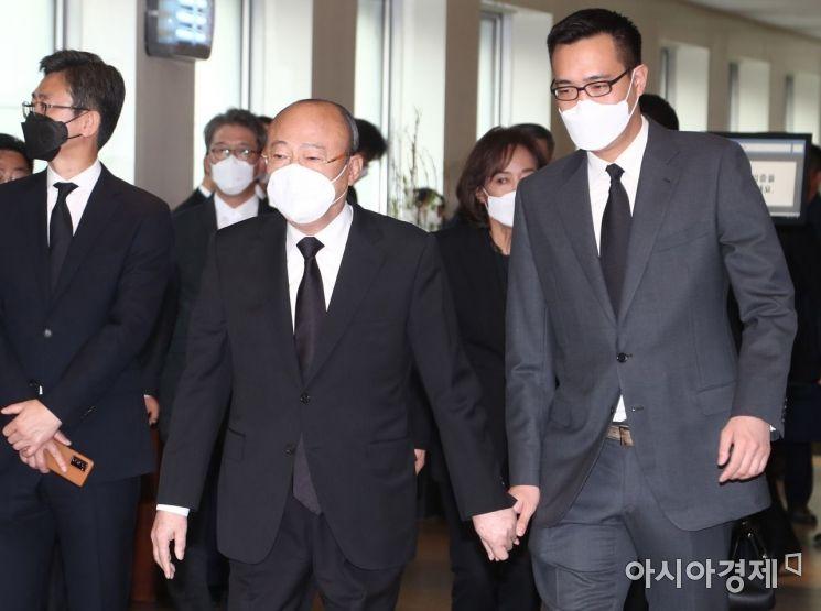[포토] 조문 마친 김승연 한화 회장과 아들 김동선