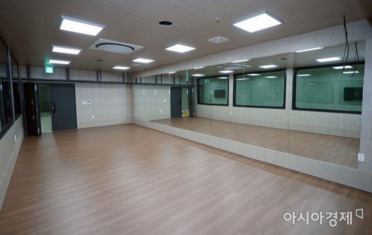 연수고가 지하보도를 활용한 주민생활문화센터 '507문화벙커' [사진제공=인천 연수구]