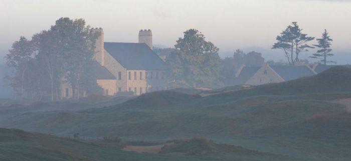 아일랜드 시골 농가를 연상시키는 휘슬링스트레이츠의 클럽하우스. 사진=휘슬링스트레이츠 홈페이지