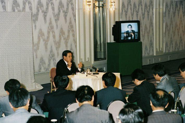 이건희 삼성 회장이 1993년 독일에서 신경영 선언을 하고 있다. (사진제공 : 삼성)