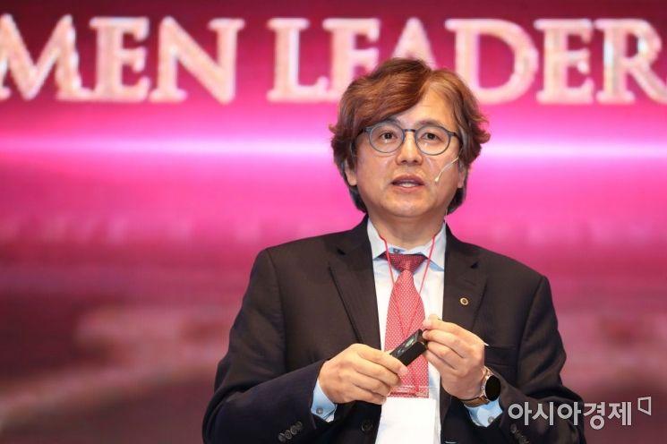 박형주 아주대학교 총장이 28일 서울 중구 롯데호텔에서 열린 '2020 아시아여성리더스포럼'에서 강연을 하고 있다. /문호남 기자 munonam@