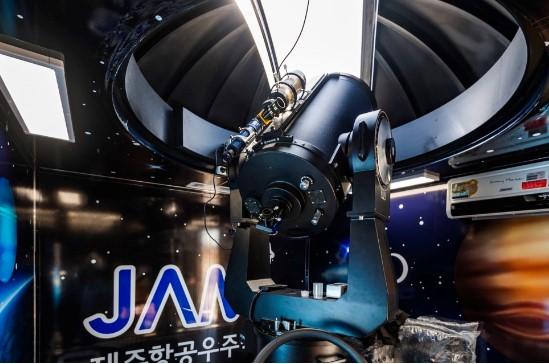 제주항공우주박물관의 천문관측이동시스템 '별보카' 내부 모습. 사진=제주항공우주박물관
