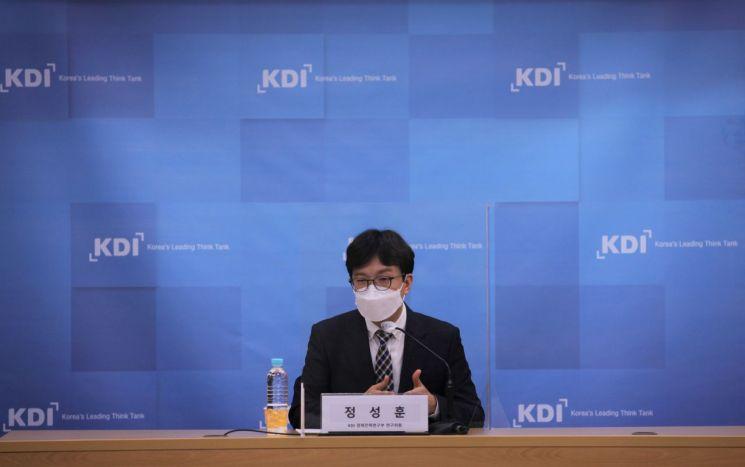 "KDI ""韓, 인사관리 낙후 심각한 수준…낙후된 경영방식 개선해야"""