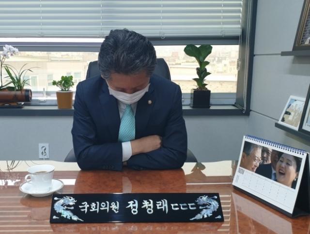 정청래 더불어민주당 의원이 27일 자신의 페이스북에 후원금 공개 모집을 하며 올린 사진./사진=정청래 의원 페이스북 캡쳐