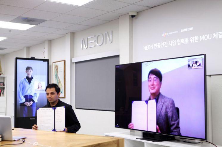 프라나브 미스트리 삼성전자의 스타랩스장 전무와 차인혁 CJ올리브네트웍스의 대표(오른쪽)가 지난 23일 인공인간 사업협력을 위한 업무협약(MOU)을 체결했다.