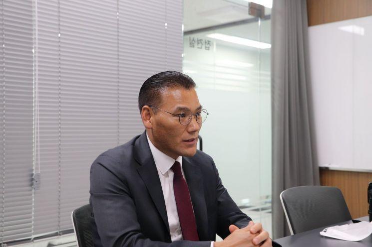 오광근 앱코 대표가 서울 강서 마곡에 위치한 앱코 본사에서 아시아경제와 인터뷰를 하고 있다.