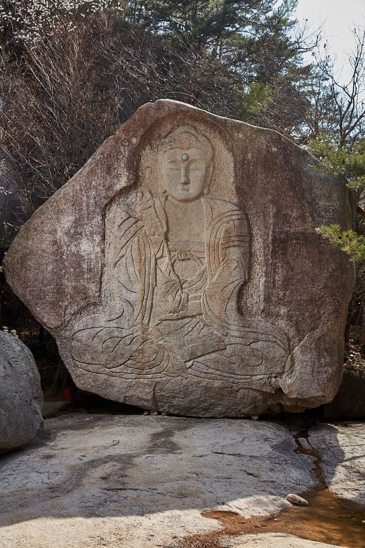 문경 봉암사 마애미륵여래좌상
