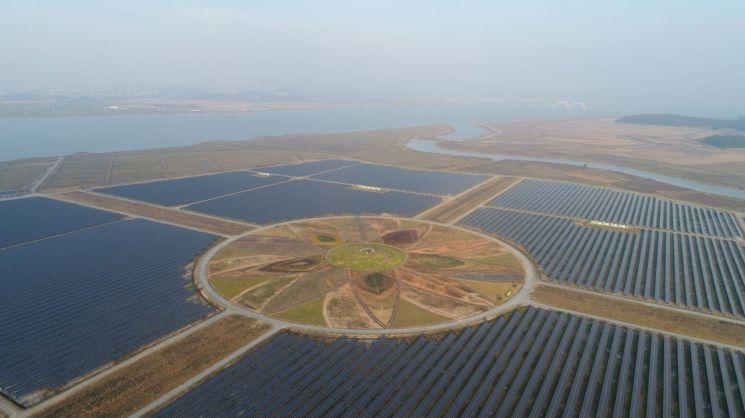 전라남도 해남군 산이면 구성리에 있는 '솔라시도 태양광 발전시설 단지'의 태양광 패널 전경.(사진제공=한국에너지정보문화재단)