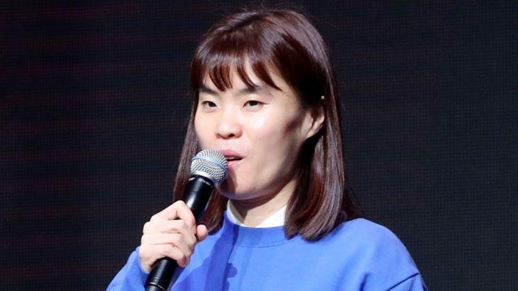 개그맨 박지선 씨가 2일 오후 서울 마포구 자택에서 모친과 함께 숨진 채 발견됐다고 경찰 관계자가 밝혔다. 신고를 받고 출동한 경찰은 사망 경위를 조사 중이다. [이미지출처=연합뉴스]