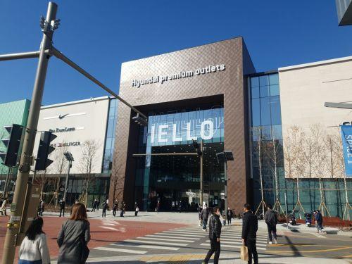 지난 4일 남양주 다신도시에 프리오픈 형식으로 문을 연 '현대프리미엄아울렛 스페이스원'. 스페이스원은 영업면적 6만2393㎡(약 1만8874평) 규모로 문화·예술을 결합한 갤러리형 매장으로 지어졌다.