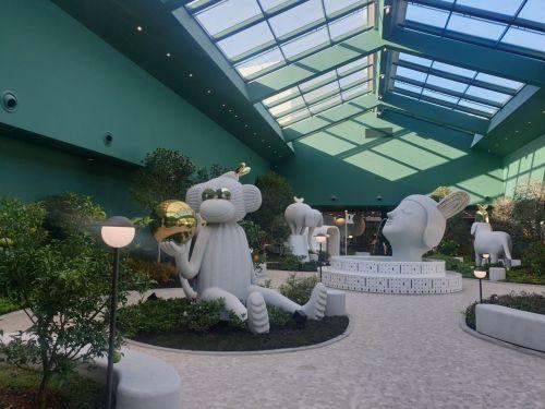 세계적 아티스트 겸 디자이너 하이메 아욘이 디자인한 상상의 동물 7점의 조각 작품이 전시된 '하이메 아욘 가든' 전경