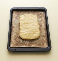 4. 반죽을 반으로 나누어 넓적하게 1cm 두께로 모양을 잡아 180℃로 예열한 오븐에서 20~20분 정도 굽는다.