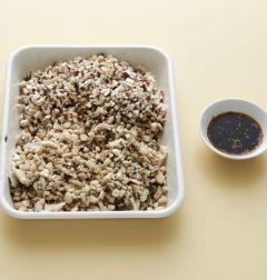 1. 표고버섯과 느타리버섯은 일정한 두께로 다지고 실파는 송송 썬다. 분량의 초간장 재료를 모두 섞는다.