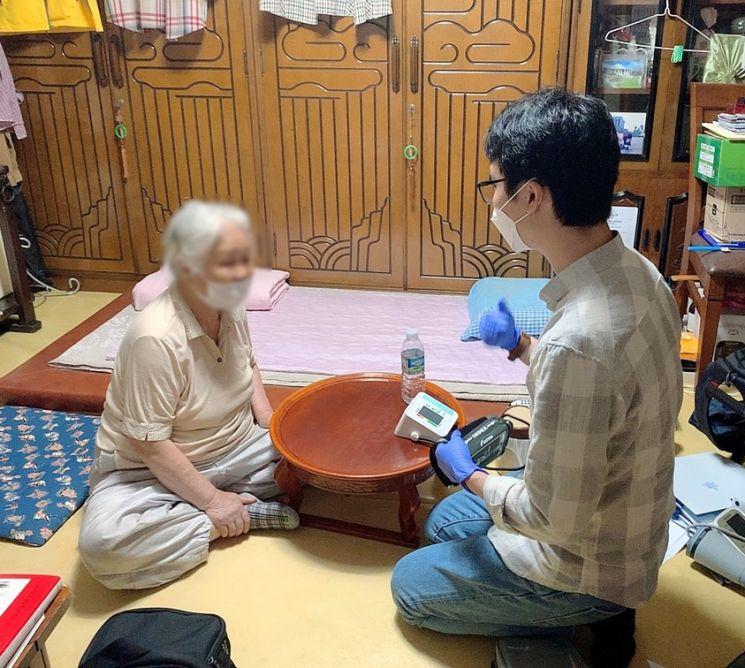 방문돌봄종사자 '1인당 50만원' 지원금 25일부터 신청